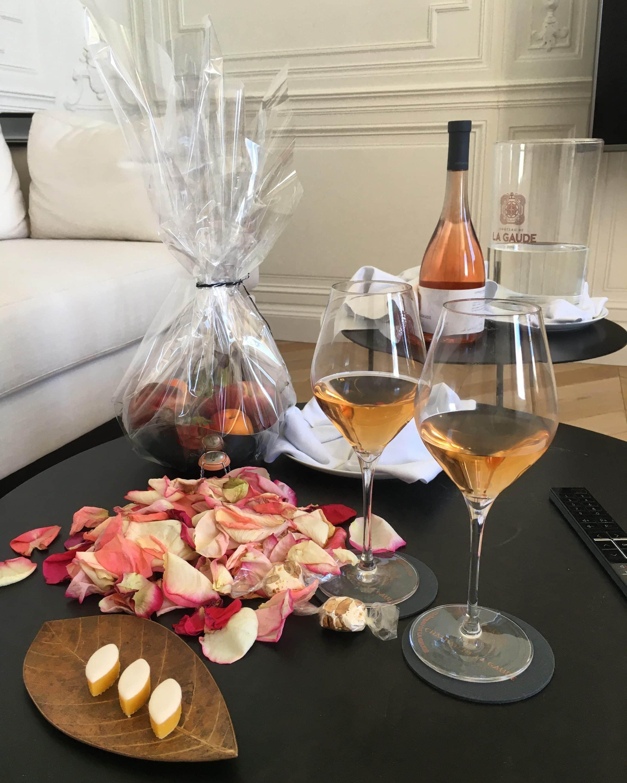 verres de rosé et calisson accueil