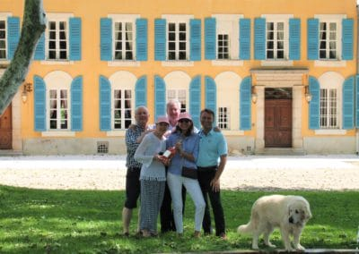 samll groupe enjoying a wine tour in côtes de provence wine region